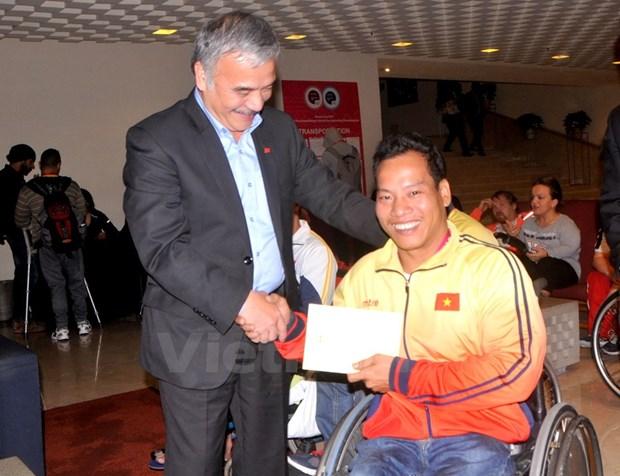 Vietnamese weightlifter breaks world record at World Para Championship hinh anh 1