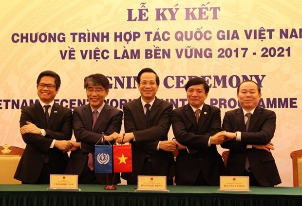 Vietnam, ILO sign cooperation pact on sustainable employment hinh anh 1
