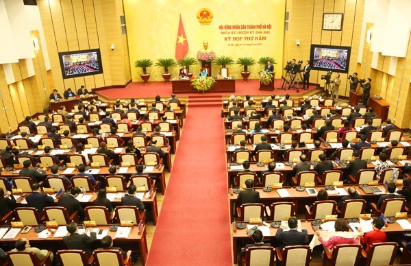 Hanoi People's Council closes fifth meeting hinh anh 1