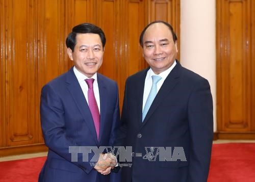PM: Vietnam gives top priority to relationship with Laos hinh anh 1