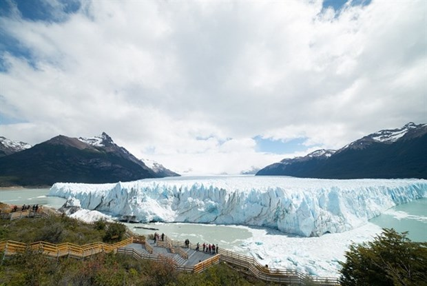 Photo exhibition showcases Argentine tourist attractions hinh anh 1