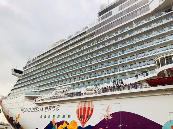 World Dream cruise ship docks at Tan Cang – Cai Mep port hinh anh 1