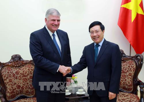 Deputy PM receives US int'l relief organisation's President hinh anh 1