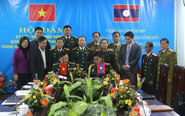 War veterans of Vietnamese, Lao provinces intensify cooperation hinh anh 1