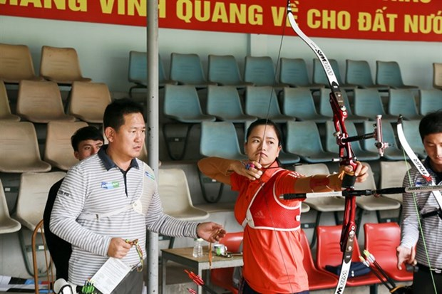 Korean experts train Vietnamese archers hinh anh 1