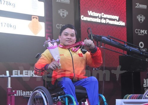 More silver for Vietnamese lifter at World Para Championship hinh anh 1