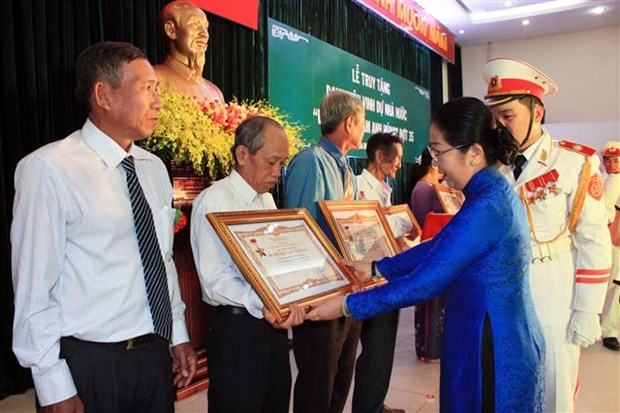 "HCM City honours 18 ""Heroic Mothers"" hinh anh 1"