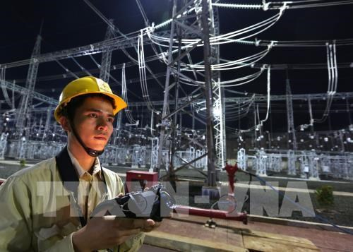 EVN reports 8-percent rise in 11-month electricity output hinh anh 1