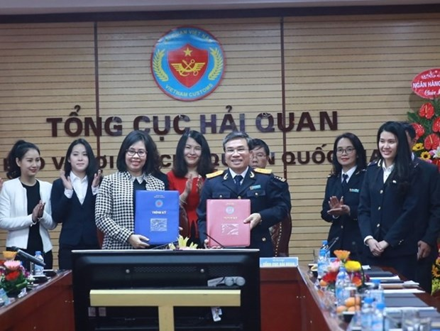 Customs signs agreement with banks for e-tax payment hinh anh 1