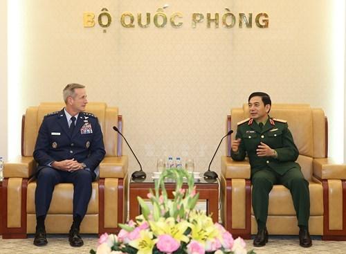 General staff chief Phan Van Giang greets US Pacific Commander hinh anh 1