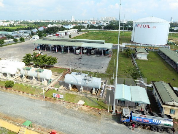 E5 RON92 bio-fuel officially sold nationwide hinh anh 1