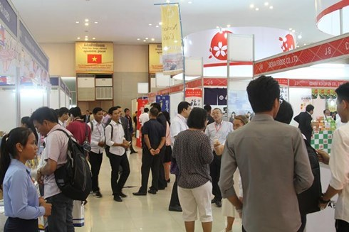 Vietnamese products showcased at Cambodia's import-export fair hinh anh 1