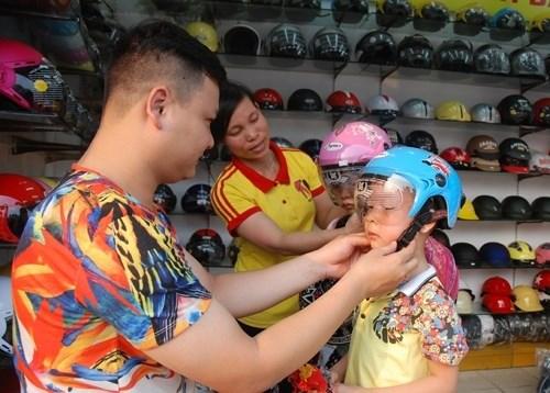 Helmet law needs reinforcement hinh anh 1