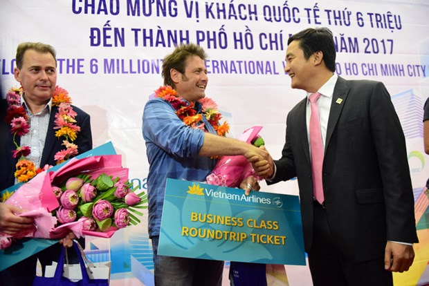 HCM City welcomes six millionth int'l visitor in 2017 hinh anh 1