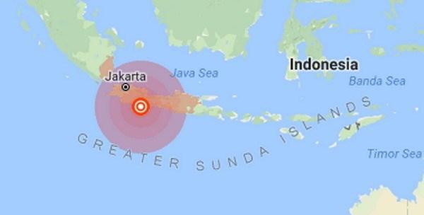Strong earthquake shakes Indonesia hinh anh 1