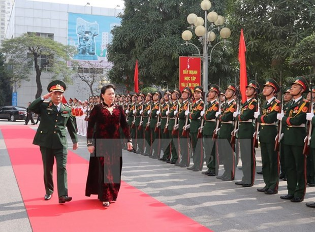 NA Chairwoman holds working session with Hanoi Capital High Command hinh anh 1