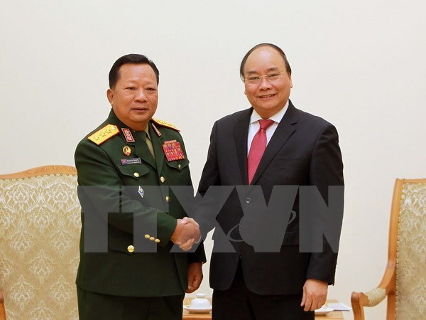 Government leader hosts Lao Defence Minister hinh anh 1