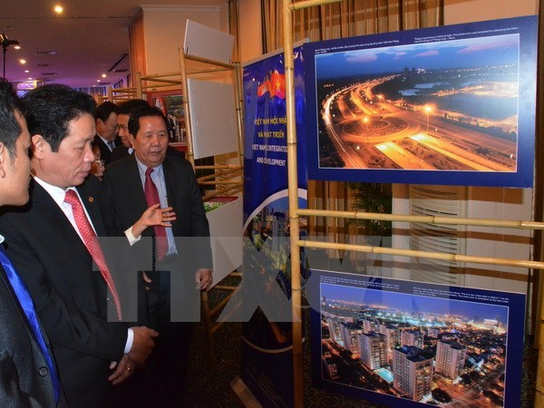 Exhibition highlights Vietnam-Cambodia ties hinh anh 1