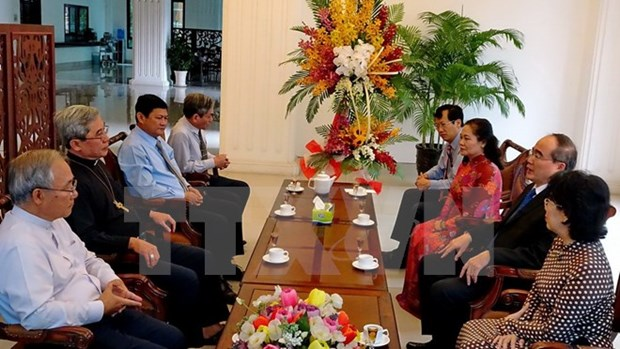 HCM City's leaders visit Catholics ahead of Christmas hinh anh 1