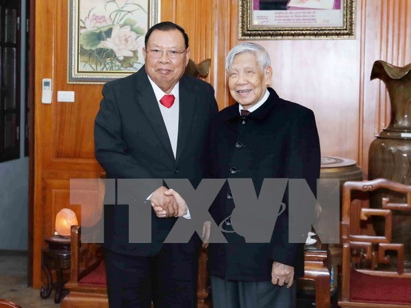 Lao leader visits former Vietnamese Party chiefs hinh anh 1