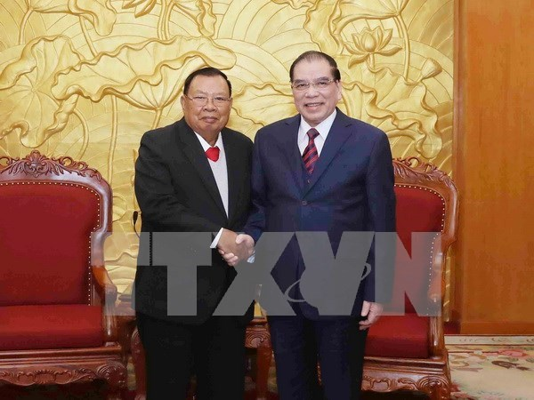 Lao leader visits former Vietnamese Party chiefs hinh anh 2