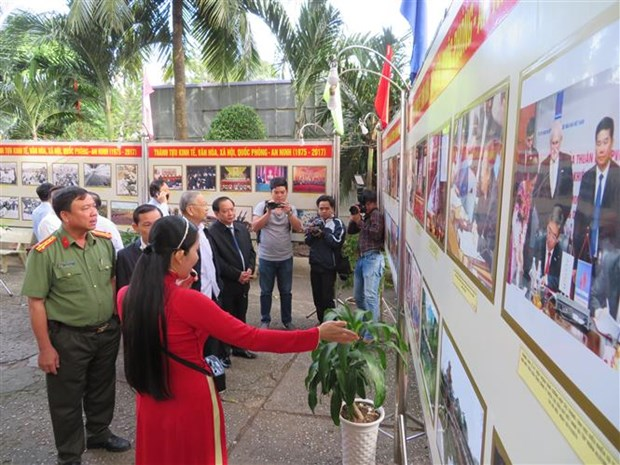 Exhibitions on Spring 1968 uprising, country's achievements open hinh anh 1