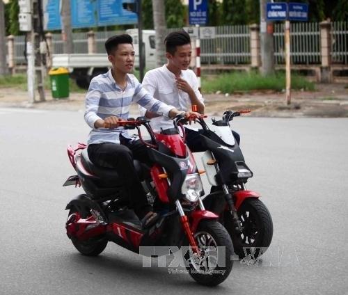 HCM City considers public e-motorbike rental service hinh anh 1