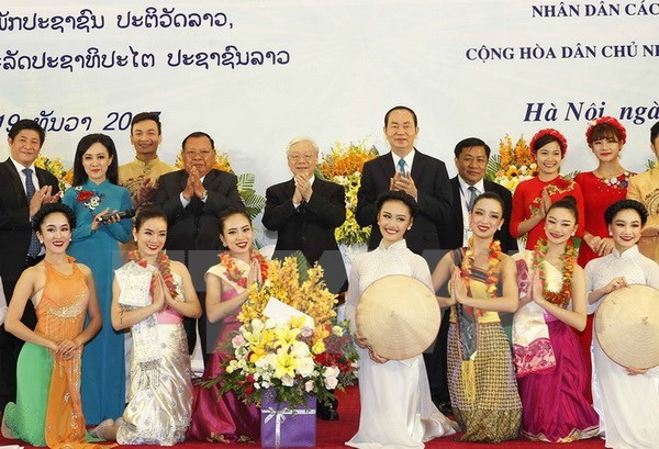 Banquet held in honour of top Lao leader hinh anh 1