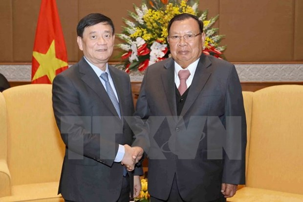 Lao leader meets President of Vietnam-Laos Friendship Association hinh anh 1