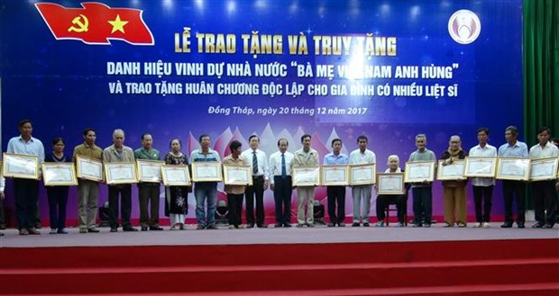 "84 women in Dong Thap awarded with ""Heroic Mother"" title hinh anh 1"