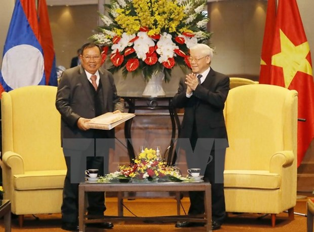 Lao top leader concludes official friendly visit to Vietnam hinh anh 1