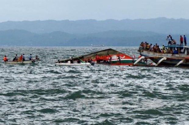 Philippines: Ferry sinks off with 251 people onboard hinh anh 1