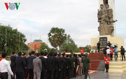 Vietnamese fallen soldiers commemorated in Cambodia hinh anh 1