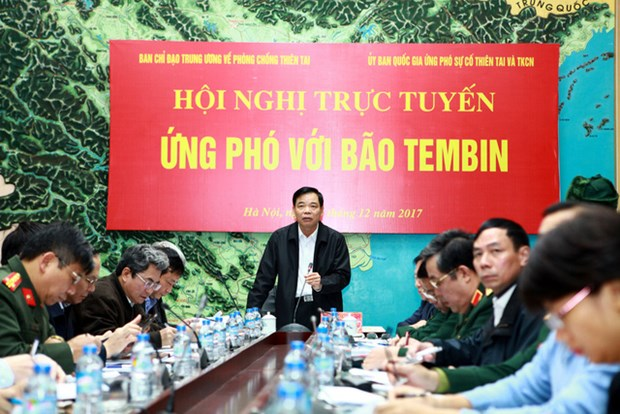 Vietnam braces for typhoon Tembin hinh anh 1