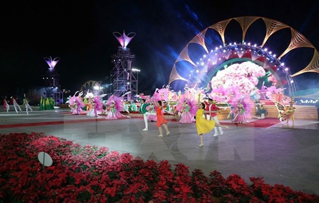 Da Lat goes effulgent with 7th flowers festival hinh anh 1