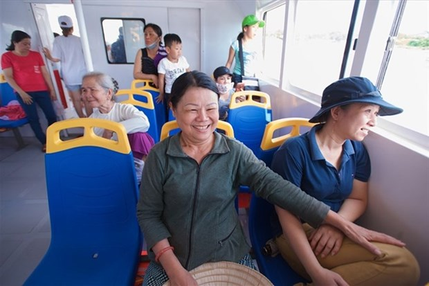 HCM City river buses need improvement hinh anh 1