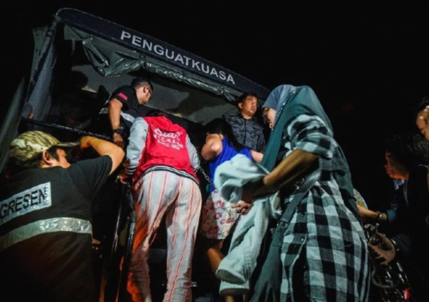 Malaysia arrests illegal foreign workers hinh anh 1