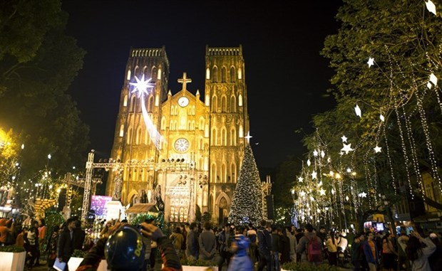 People nationwide celebrate Christmas hinh anh 1