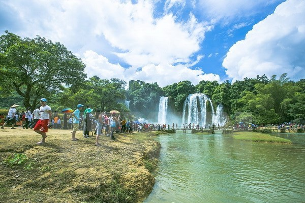 13 million foreigners spend holidays in Vietnam in 2017 hinh anh 1