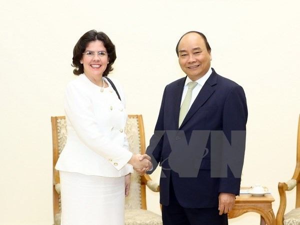 Prime Minister welcomes new Cuban Ambassador hinh anh 1