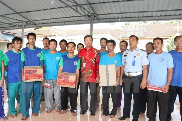 Embassy protects legitimate rights of Vietnamese fishermen seized in Indonesia hinh anh 1