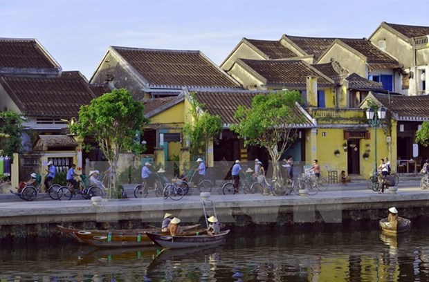 Hoi An welcomes New Year 2018 hinh anh 1