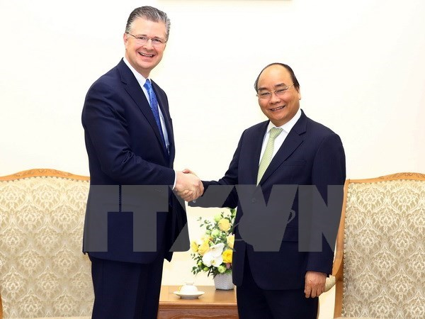 PM urges new US ambassador to foster bilateral relations hinh anh 1
