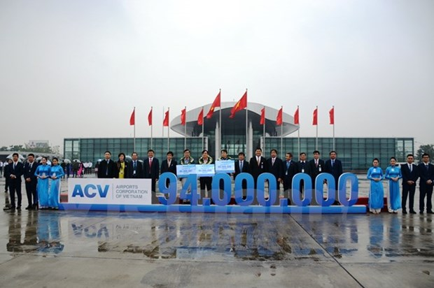 94 millionth air passenger welcomed in Hanoi hinh anh 1