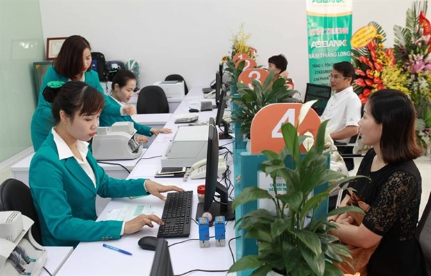 Bank profits enable rate cuts hinh anh 1