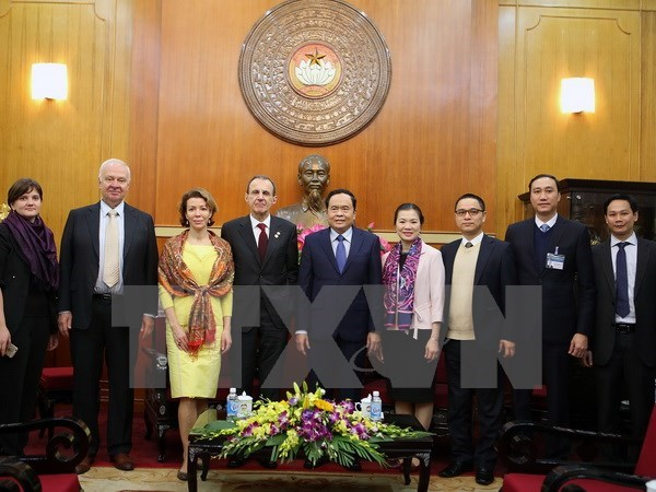 Vietnam, Russia exchange experience in social management hinh anh 1