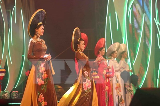7th Da Lat Flower Festival wraps up hinh anh 1