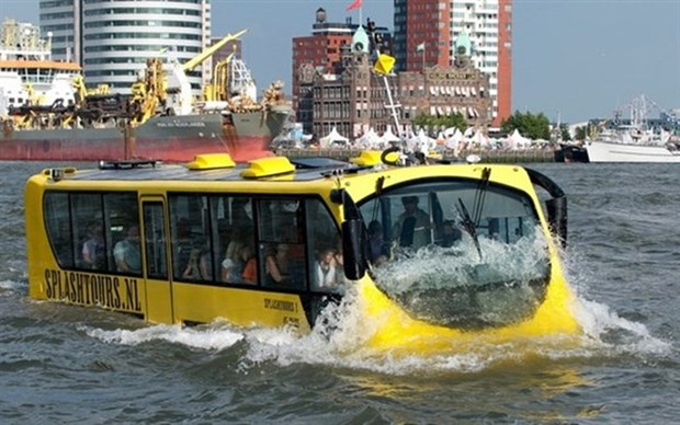 HCM City plans more water buses to meet demand hinh anh 1