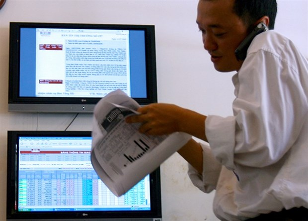Banks push VN-Index to new 10-year high hinh anh 1