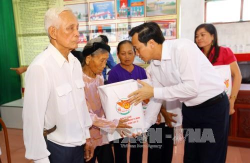 Revolution contributors to receive Tet gifts hinh anh 1